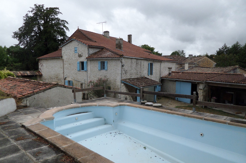 French property for sale in Jonzac, Charente-Maritime - €316,500 - photo 2