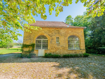 Prestigious château, in a beautiful calm setting with chapel, orangerie, outbuildings, stables, lake and pond.