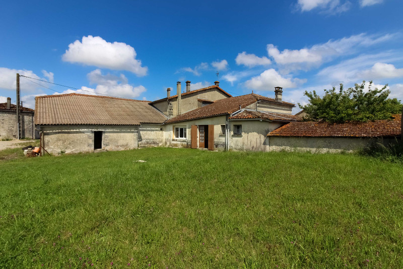 French property for sale in Lonzac, Charente-Maritime - €162,000 - photo 10