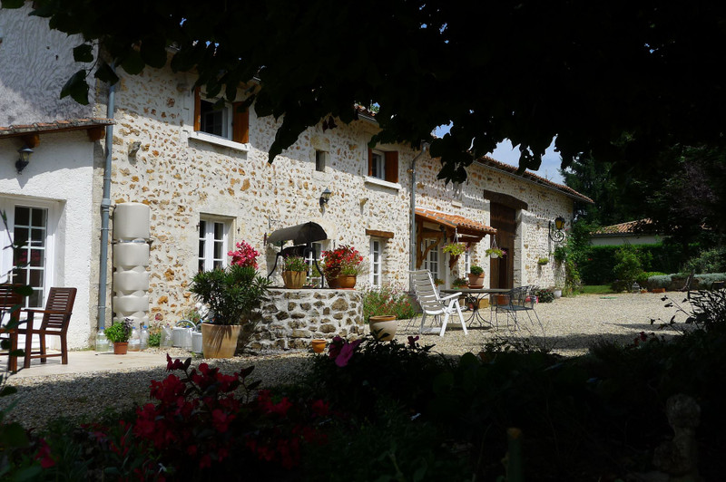 French property for sale in Saint-Sornin, Charente - €315,650 - photo 2