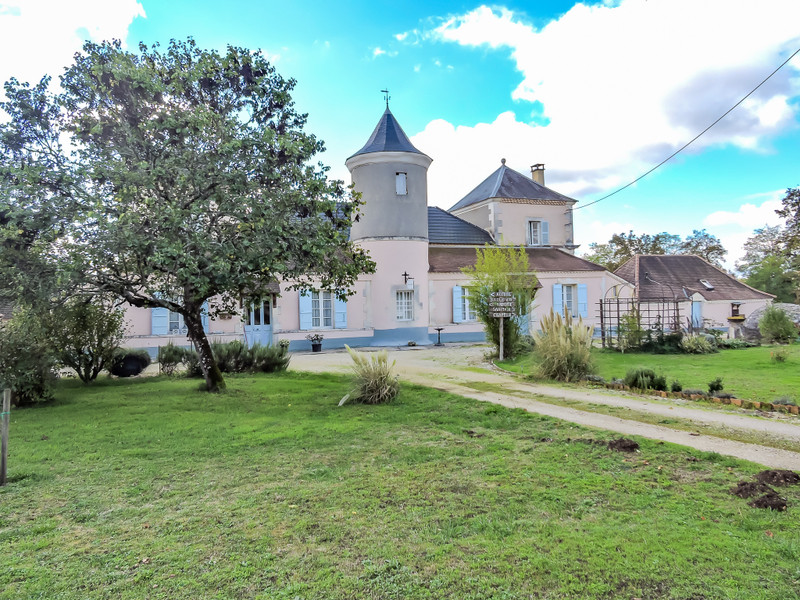 French property for sale in Cubjac, Dordogne - €495,000 - photo 2