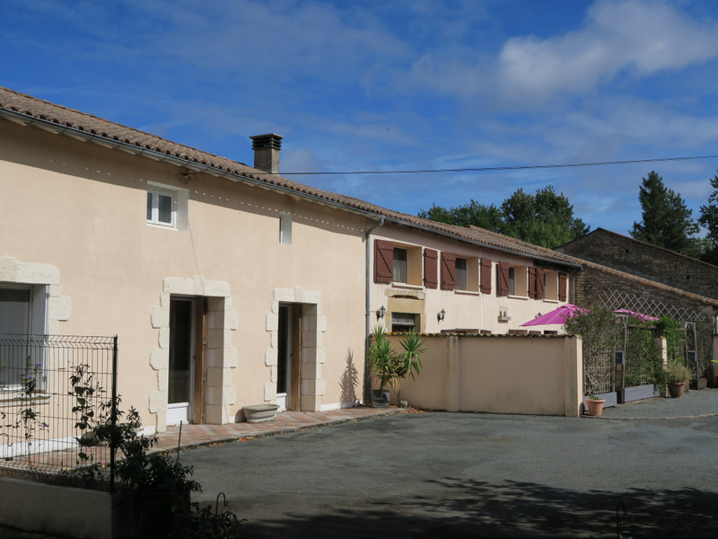 French property for sale in Paizay-le-Tort, Deux Sevres - €369,995 - photo 2
