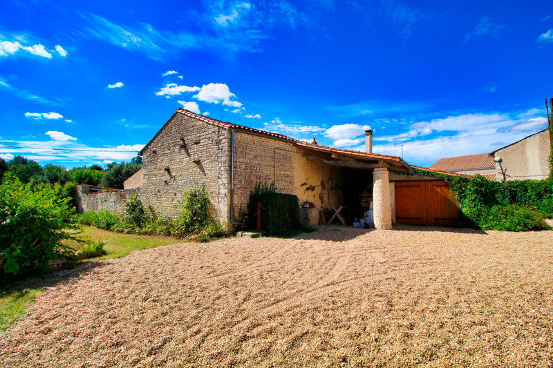 French property for sale in Néré, Charente-Maritime - €149,330 - photo 2
