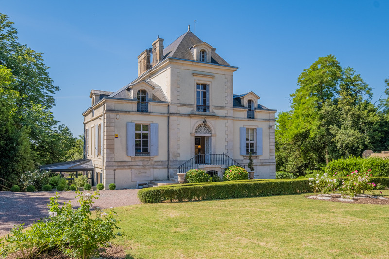 French property for sale in Niort, Deux-Sèvres - €850,500 - photo 2