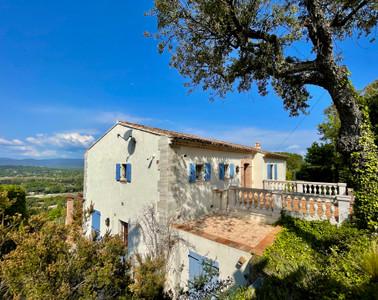 Gassin, Superbe Villa offrant spectaculaire vue sur la mer, la campagne et les villages de Gassin et Grimaud.