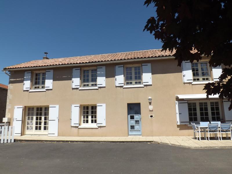 French property for sale in Aubigné, Deux-Sèvres - €183,600 - photo 2