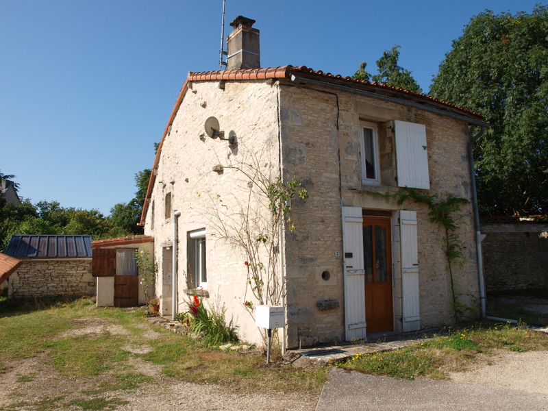 French property for sale in Mauprévoir, Vienne - €94,444 - photo 2