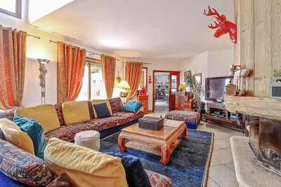 Magnificent luxury ski chalet with spa. Stunning views . Exclusive to Leggett.  Les 2 Alpes