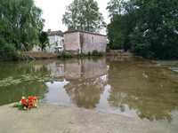 French property, houses and homes for sale inTaillecavatGironde Aquitaine