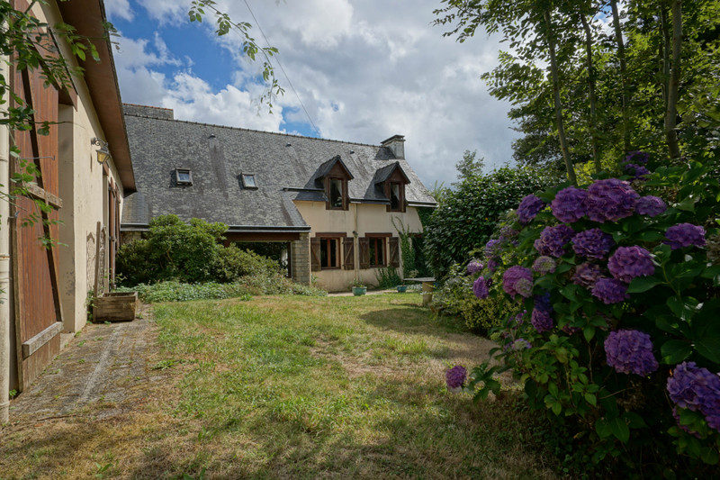 French property for sale in Carhaix-Plouguer, Finistere - €288,990 - photo 2