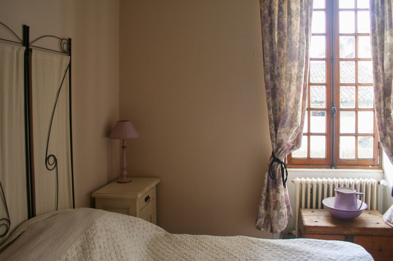 French property for sale in Saint-Jean-d'Angély, Charente-Maritime - €141,700 - photo 5