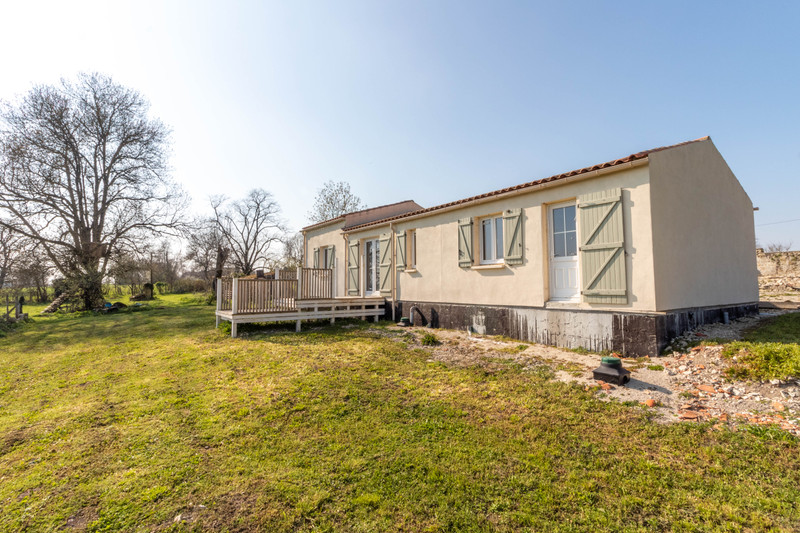 Maison à vendre à Fontaine-Chalendray, Charente-Maritime - 68 000 € - photo 4