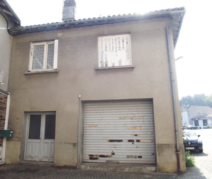 French property for sale in Chabanais, Charente - €61,600 - photo 9