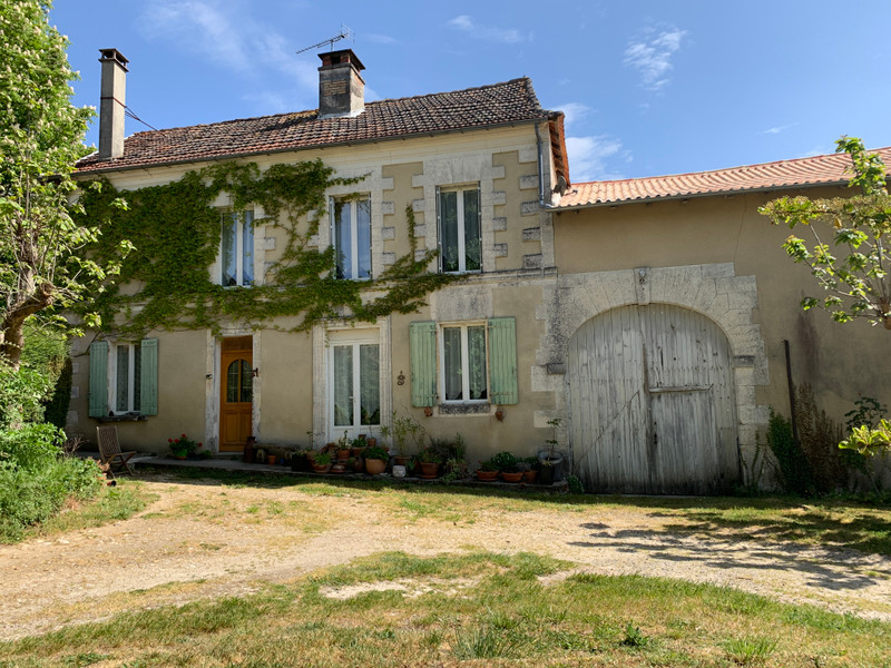 French property for sale in Châtignac, Charente - €250,000 - photo 2