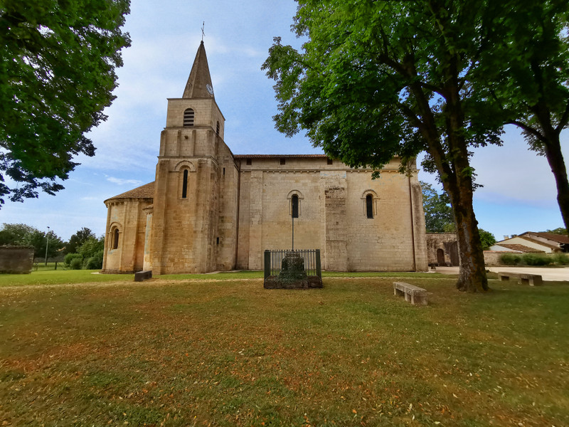 French property for sale in Cherves-Richemont, Charente - €65,600 - photo 10