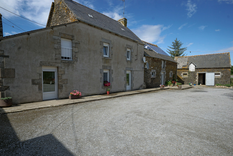 French property for sale in Corlay, Côtes-d'Armor - €279,900 - photo 2