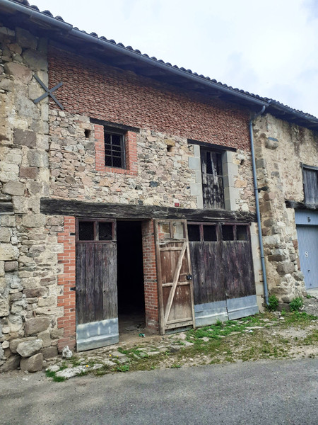 French property for sale in Manot, Charente - €46,600 - photo 2