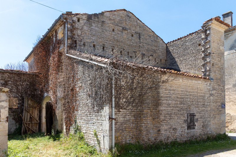 French property for sale in Courbillac, Charente - €26,600 - photo 5