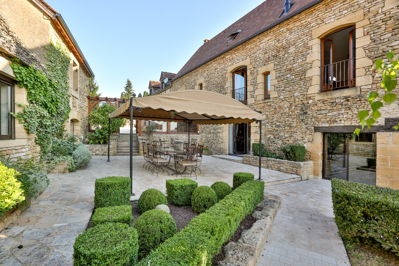 French property for sale in Tamniès, Dordogne - €2,950,000 - photo 2
