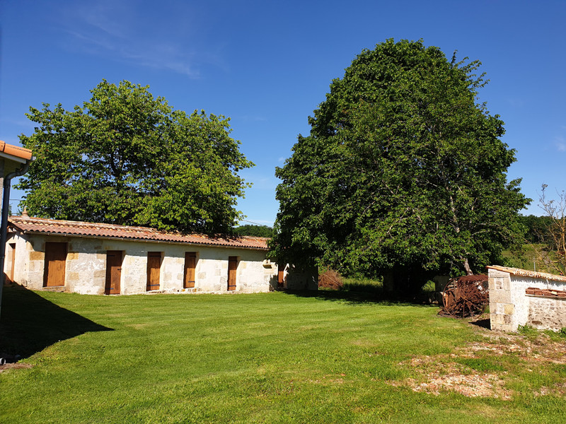 French property for sale in Saint-Maigrin, Charente-Maritime - €299,600 - photo 4