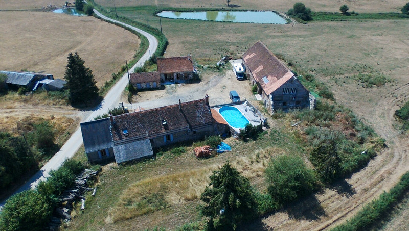 French property for sale in Tronget, Allier - €318,000 - photo 2
