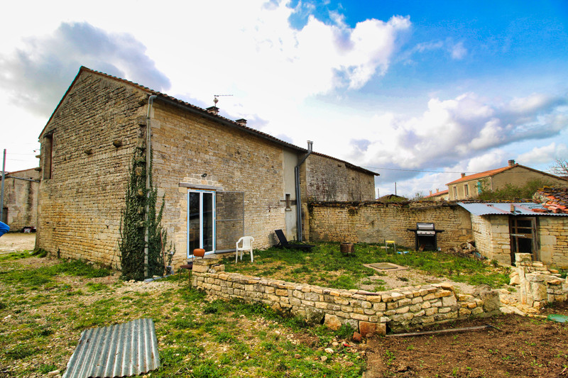 French property for sale in Chives, Charente-Maritime - €75,000 - photo 8