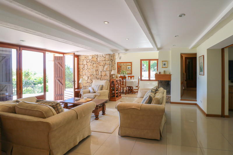 French property for sale in Le Tignet, Alpes Maritimes - €900,000 - photo 3