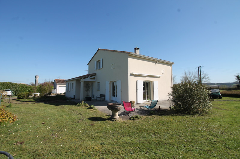 French property for sale in Luxé, Charente - €256,800 - photo 3