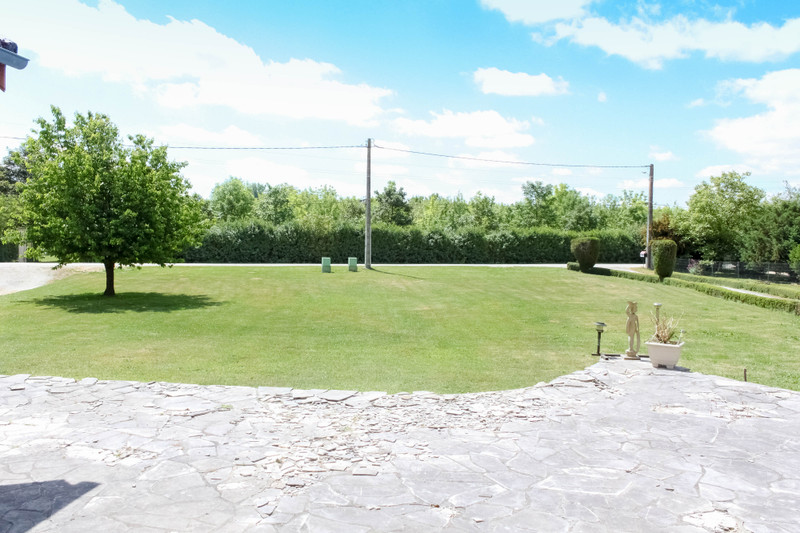 French property for sale in Montignac-Charente, Charente - €130,800 - photo 3