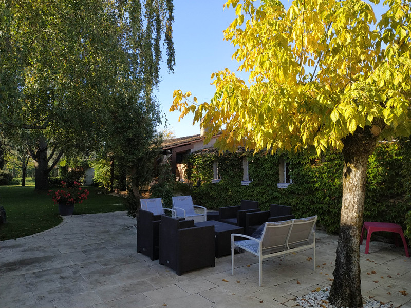 French property for sale in Coutras, Gironde - €360,400 - photo 2
