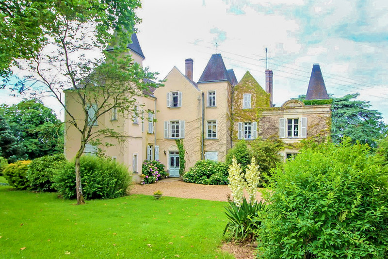 French property for sale in Entrammes, Mayenne - €848,000 - photo 2