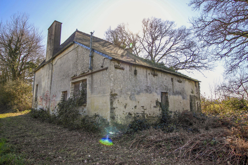 French property for sale in Roudouallec, Morbihan - €36,600 - photo 2