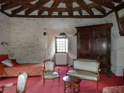 Attractive 4 star working hotel/restaurant in the heart of the Perigord noir
