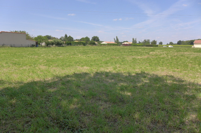 French property for sale in Saint-Saviol, Vienne - €20,000 - photo 3