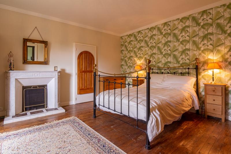 French property for sale in Saint-Martin-de-Sanzay, Deux-Sèvres - €415,520 - photo 6