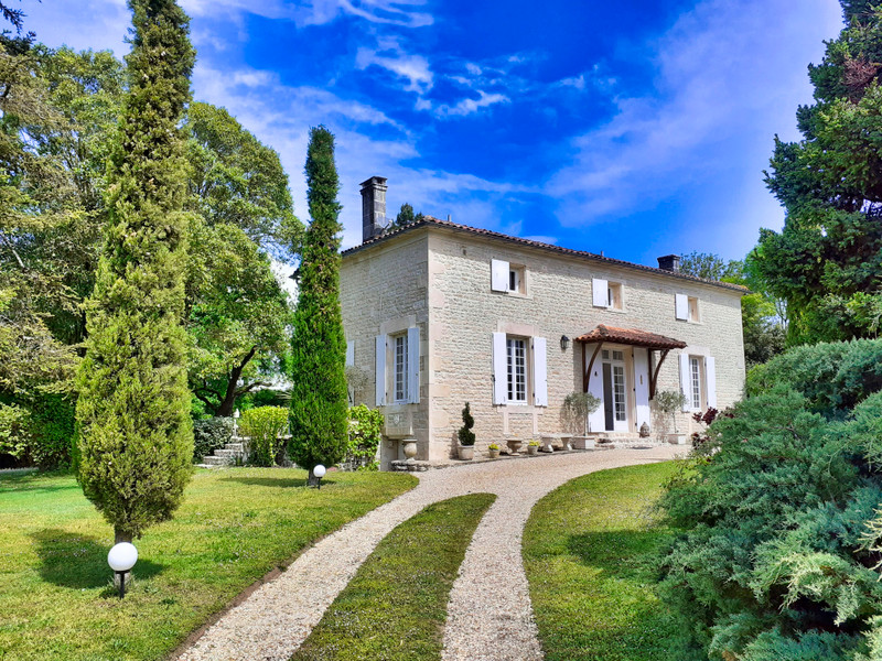 French property for sale in Rouillac, Charente - €350,000 - photo 8