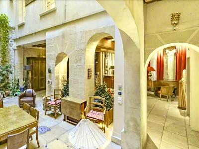 Paris 5ème Saint Victor, Hôtel Particulier, 14 Pièces, 8 Chambres, 650 m², patio intérieur et piscine en S/S