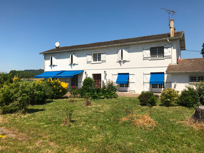 French property for sale in Clairac, Lot et Garonne - €350,000 - photo 2