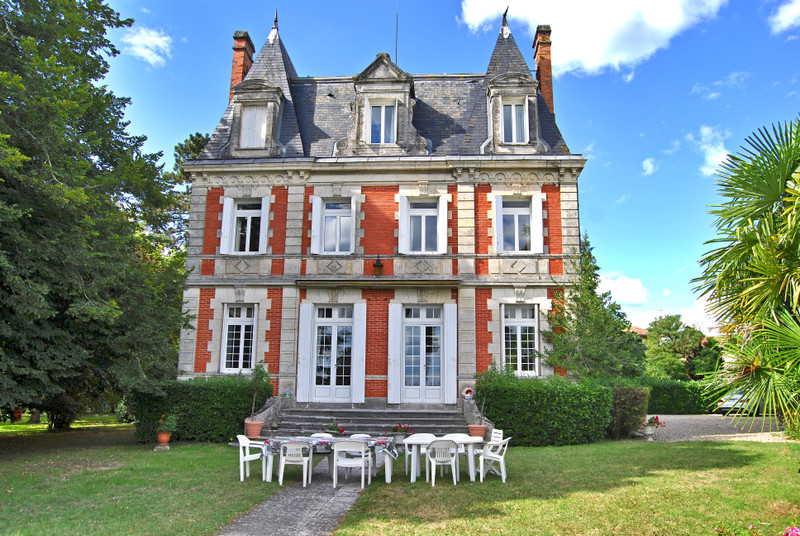 French property for sale in Rouffiac, Charente - €683,000 - photo 2