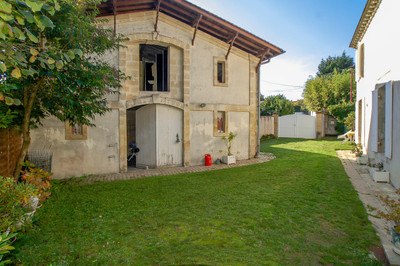 Chartreuse of 350 m² at 15 min from Bordeaux !