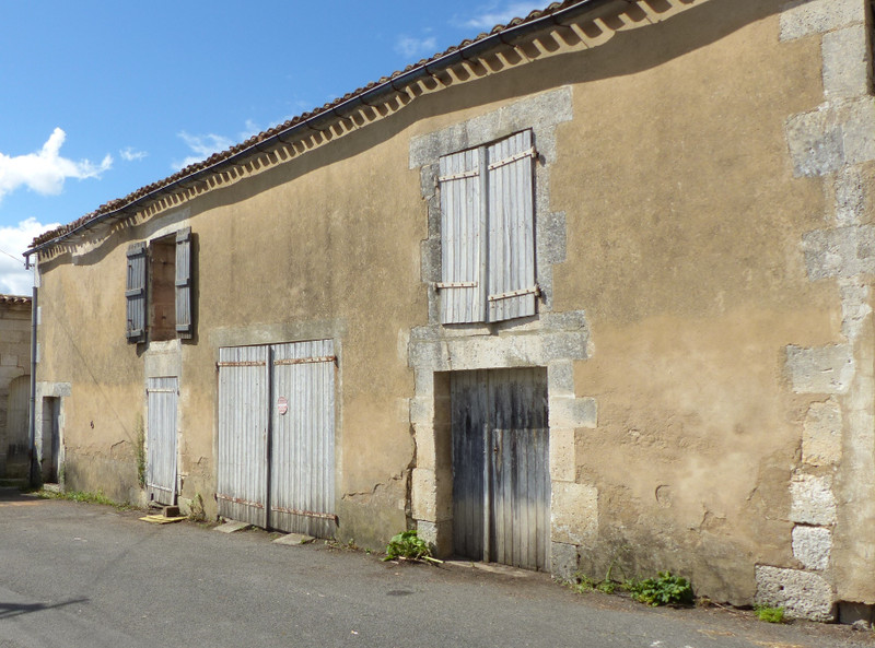 French property for sale in Fléac, Charente - €42,400 - photo 3