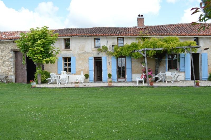 French property for sale in Blanzac-Porcheresse, Charente - €299,980 - photo 2