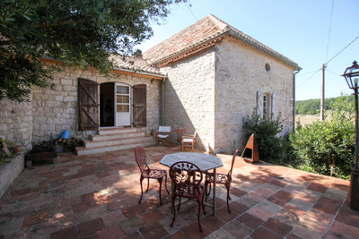 Beautiful Quercy stone ensemble for sale – 2 stone houses with swimming pool and wonderful country views.