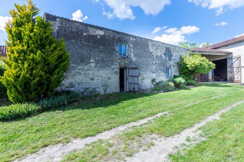 French property for sale in Gourvillette, Charente-Maritime - €194,400 - photo 3