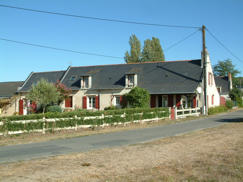French property for sale in Allonnes, Maine et Loire - €487,600 - photo 3