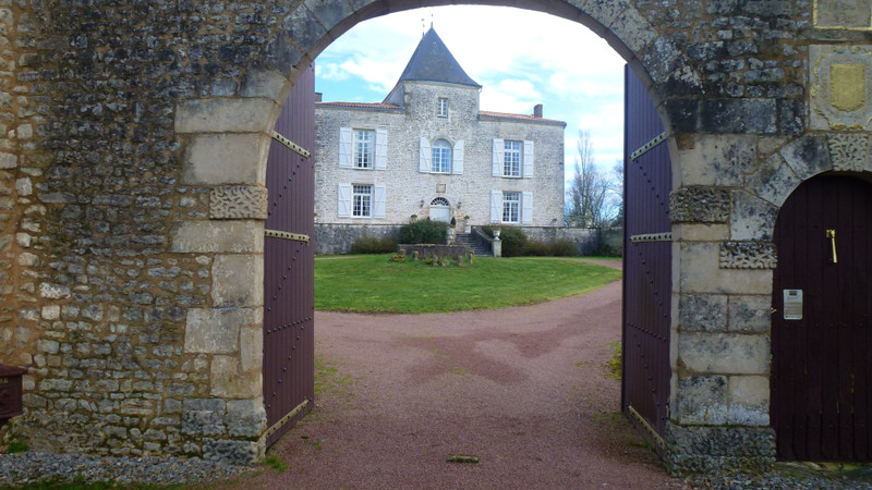 French property for sale in La Chapelle-Bâton, Deux Sevres - €1,260,000 - photo 4