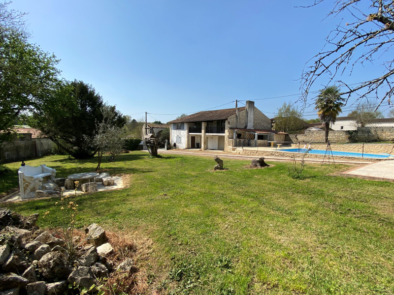 French property for sale in Écoyeux, Charente-Maritime - €334,000 - photo 6