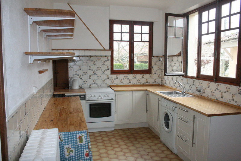 French property for sale in Fontaine-Chalendray, Charente-Maritime - €93,500 - photo 2
