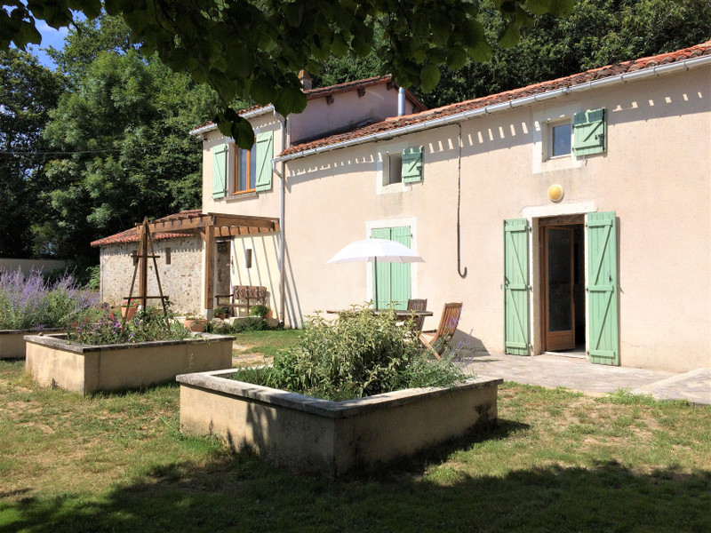 French property for sale in Vernoux-en-Gâtine, Deux-Sèvres - €404,000 - photo 3
