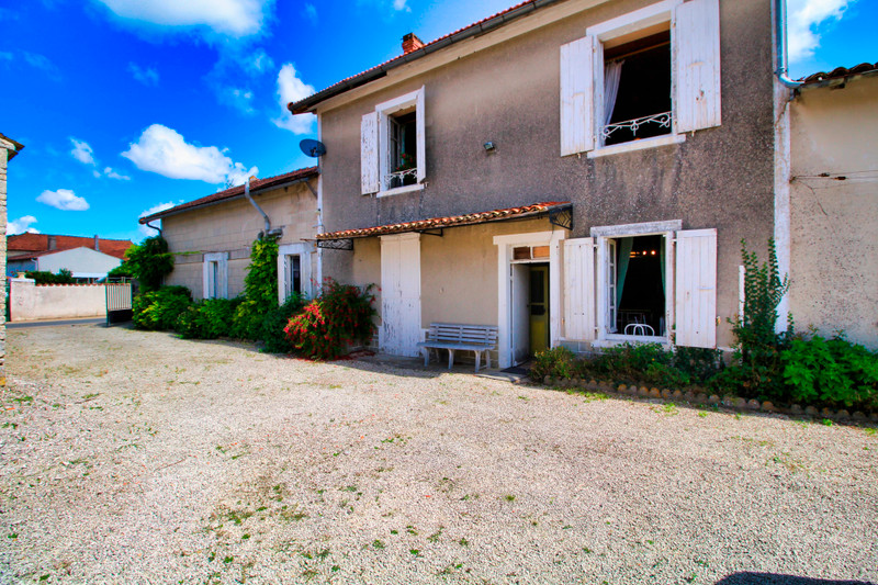 French property for sale in Chef-Boutonne, Deux-Sèvres - €162,000 - photo 4